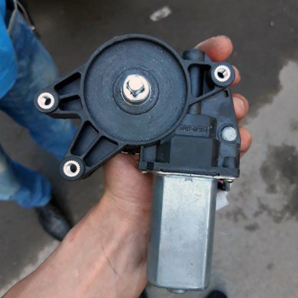 Моторчик стеклоподъемника ВАЗ 2114